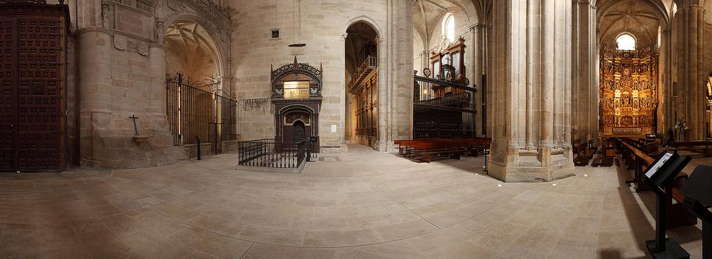 Entrada a la cripta y gallinero. Foto J.A. Hueto